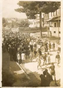 Κατά την πρώτη μέρα απελευθέρωσης της Νάουσας απο τους Γερμανούς 1944._344x480